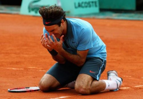 An emotional Federer after capturing his maiden French Open title in 2009
