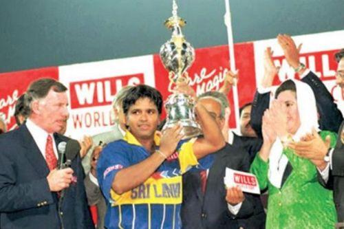 Sri Lanka's Arjuna Ranatunga with the 1996 World Cup trophy