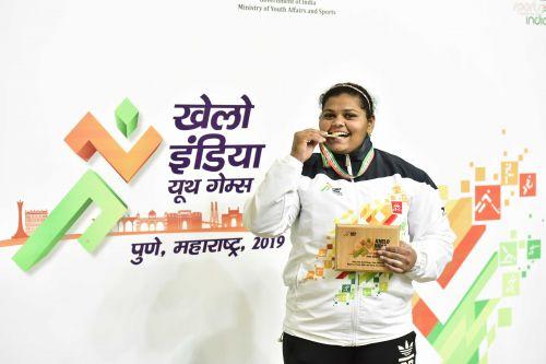 Ashwini Malage (Maharashtra), gold medallist in +87kg women's U21 category