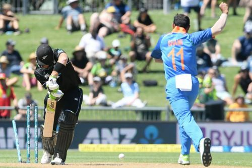 Shami bowled Guptill Out