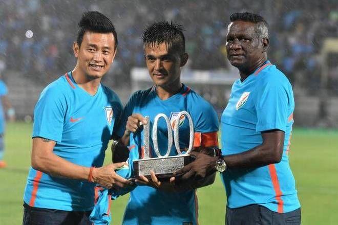 Bhaichung Bhutia and IM Vijayan gives Sunil Chhetri the award for completing 100 international matches