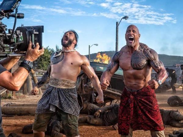 रोमन रेंस और द रॉक की फिल्म Hobbs and Shawका एक सीन
