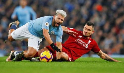 Lovren tackles Aguero for the ball during the Liverpool - Manchester City EPL game.