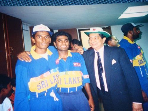 Chandana with Murali - after the 1996 World cup win