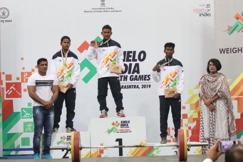 Bhaktaram Desti (Odisha) with the other medal winners