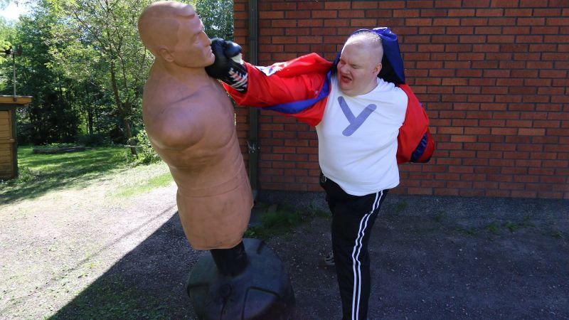 270 lbs or 120 kg BOB XL got hit by Pekka Luodeslampi