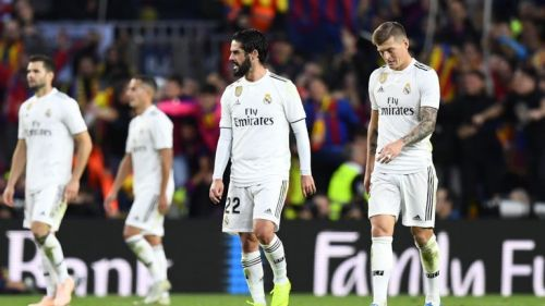 Real Madrid players disappointed after their 5-1 defeat against FC Barcelona
