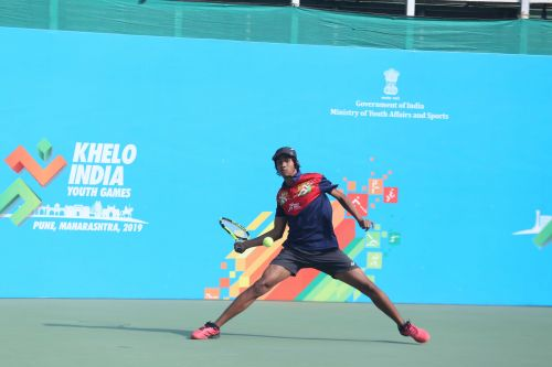 Aryaan Bhatia of Maharashtra in action at Khelo India Youth Games