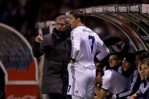 Mourinho instructing a certain number 7