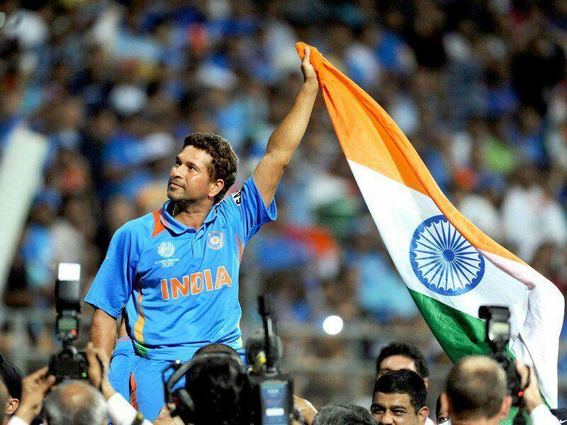 உலககோப்பைகளில் 200 இக்கு மேற்பட்ட நான்கு ஓட்டங்களை அடித்த ஒரே வீரர் என்ற பெருமையை சச்சின் தன்னகத்தே கொண்டுள்ளார்.