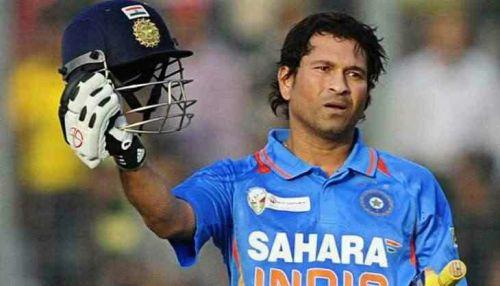 6 உலககோப்பைகளில் விளையாடியுள்ள சச்சின் டெண்டுல்கர் 44 போட்டிகளில் இந்தியாவை பிரதிநிதித்துவப்படுத்தியுள்ளார்