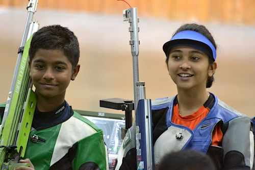 Abhinav Shaw and Mehuli Ghosh of West Bengal, gold medal winners of 10m air rifle mixed team event at Khelo India Youth Games