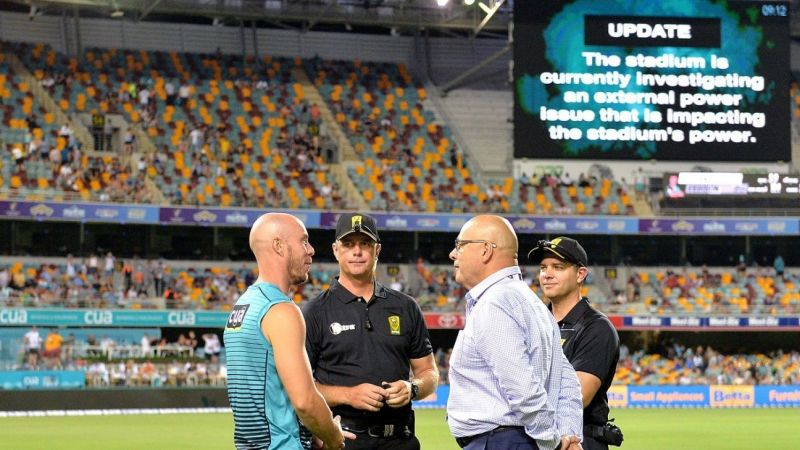 The match between Sydney Thunder and Brisbane Heat was called off due to a floodlight failure