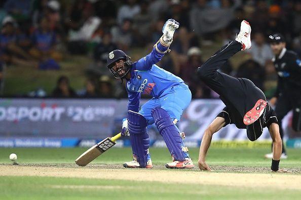 Dinesh karthik refuse to take easy single on last over