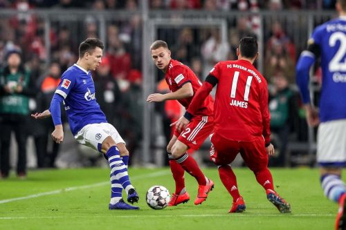 Yevhen Konoplyanka battles for the ball with the Bayern players