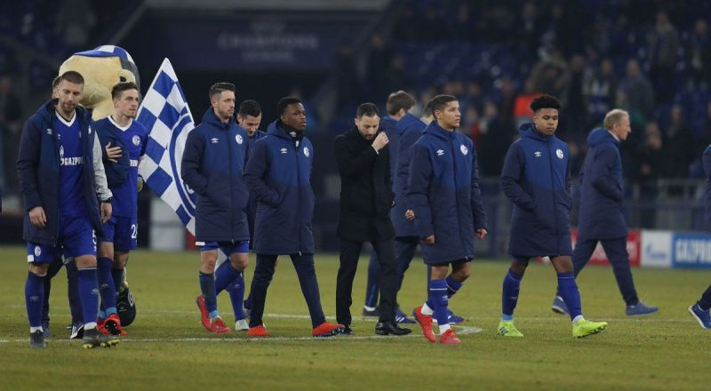 Schalke players trudge off, rightly disappointed after squandering a 2-1 lead against ten men!
