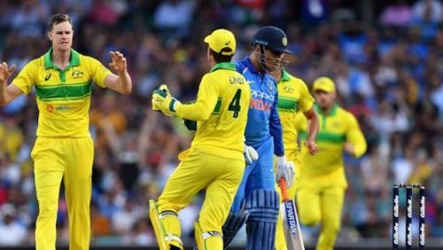 आउट होकर लौटते भारतीय बल्लेबाज़