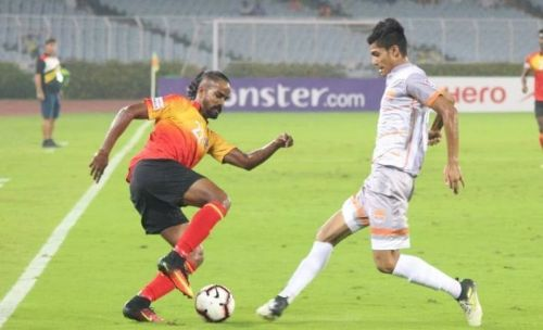Gaurav Bora (right) of Chennai City in a tussle with East Bengal's Jobby Justin