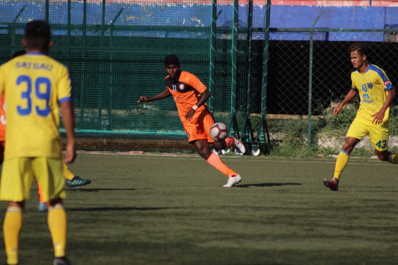 Magesh of South United FC plays a pass