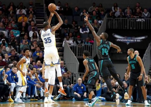 The Warriors held off the Hornets on the road