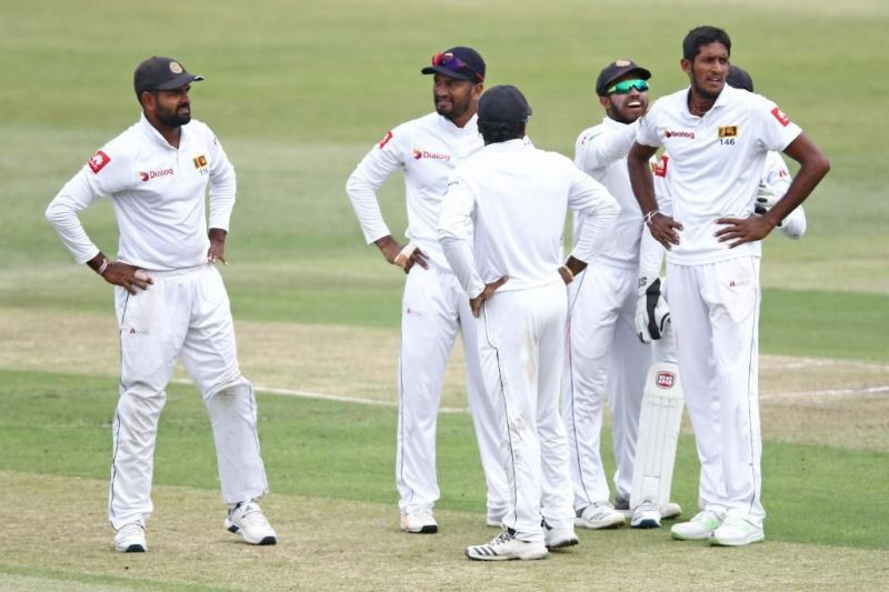 Srilankan Players Discussing to take the Review