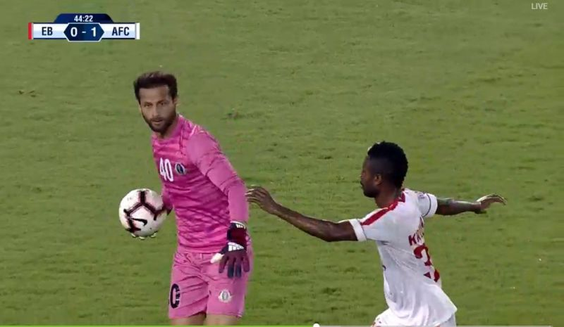 Rakshit Dagar releases the ball and Ansumana Kromah lunges forward in an attempt to win it. (Credit - Hotstar)
