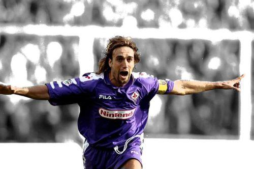 Gabriel Batistuta playing for Fiorentina