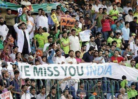 A heart-touching gesture from the Pakistani cricket fans