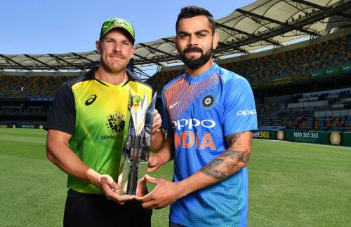 ऑस्ट्रेलिआई कप्तान आरोन फिंच के साथ भारतीय कप्तान विराट कोहली