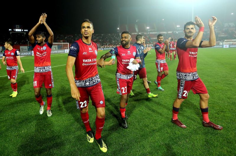 Jamshedpur players applauding crowd after their win (Image Courtesy: ISL)