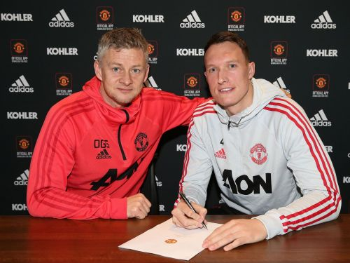 Phil Jones becomes the latest United player to sign an extension