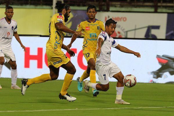 Lallianzuala Chhangte (right) of Delhi Dynamos