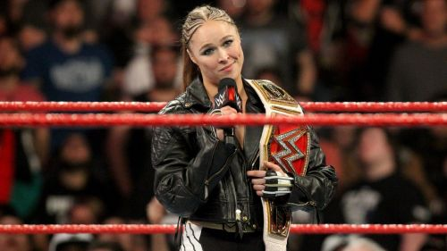 Rousey should be able to easily retain her Raw Women's Championship