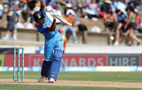 hardik pandya hits three consecutive sixes