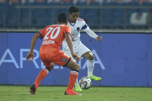 Chhangte and Seriton Fernandes in action [Image: ISL]