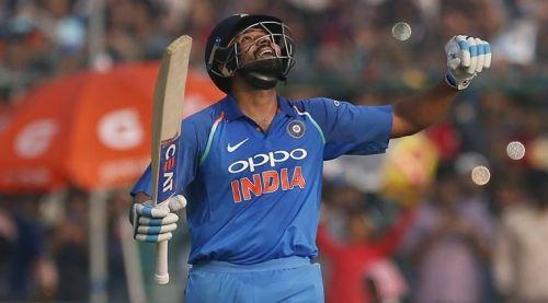 டி20 போட்டியில் 100 சிக்சர் அடித்த முதல் இந்தியர்