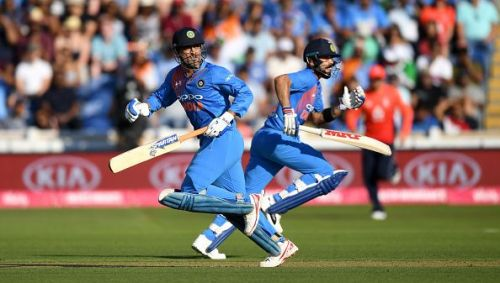 MS Dhoni & Virat Kohli building yet another partnership together