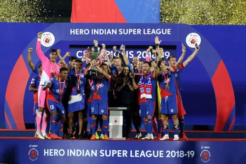 Bengaluru players with the trophy