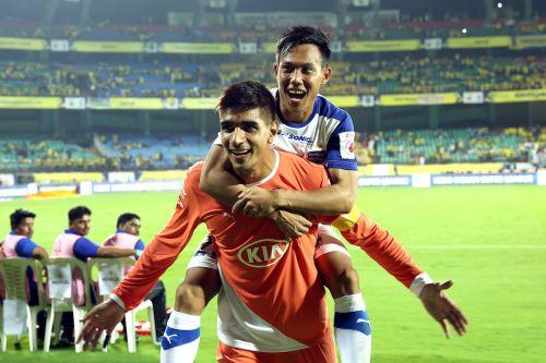 Udanta Singh (top) with Bengaluru FC Goalkeeper Gurpreet Singh Sandhu