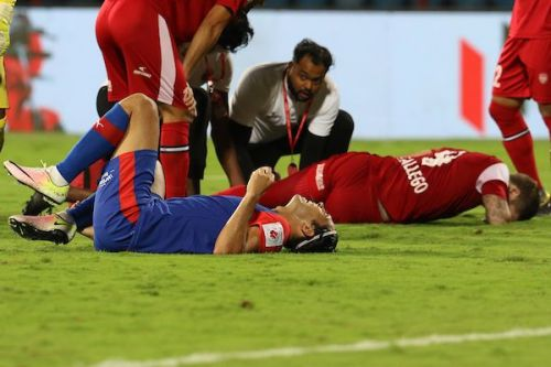 Miku and Federico Gallego are in pain after the Bengaluru FC's attempt strikes the NorthEast United star