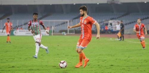 Nestor Gordillo of Chennai City in action against Mohun Bagan