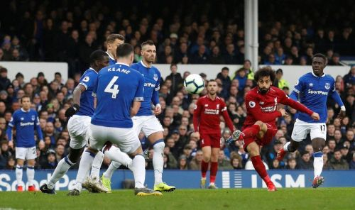 Everton 0-0 Liverpool: Derby draw puts Man City back in driving seat