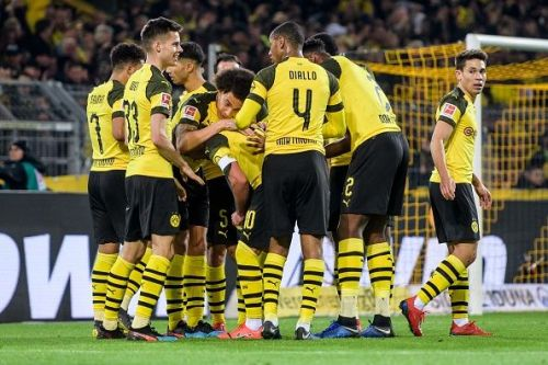 Borussia Dortmund can open a 6-point lead over rivals Bayern Munich with a win today