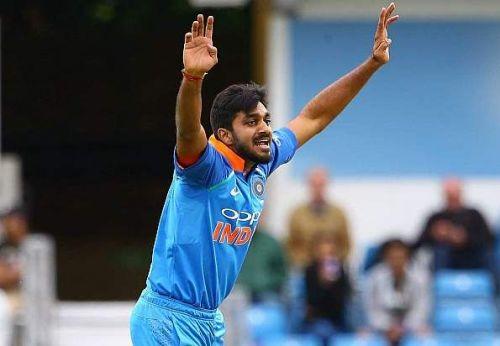 विजय शंकर विकेट लेने के बाद जश्न मनाते हुए!