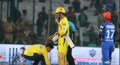 Dhoni in the thick of things yet again (Image courtesy: IPLT20/BCCI)