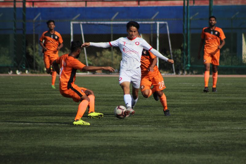 Shaiza of Ozone FC tries to skip past South United defenders