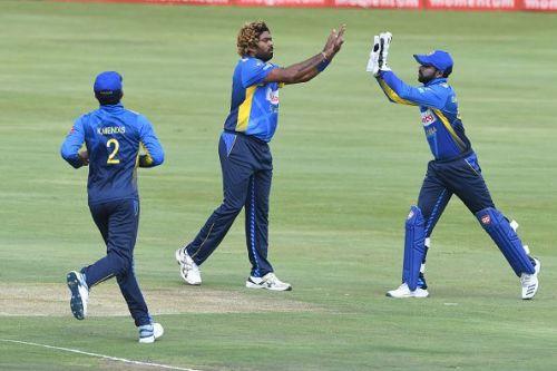 Srilankan's celebrate du plessis wicket