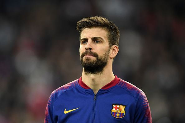 Gerard Pique Gestures At Real Madrid Fans During Their 1 0 Win In