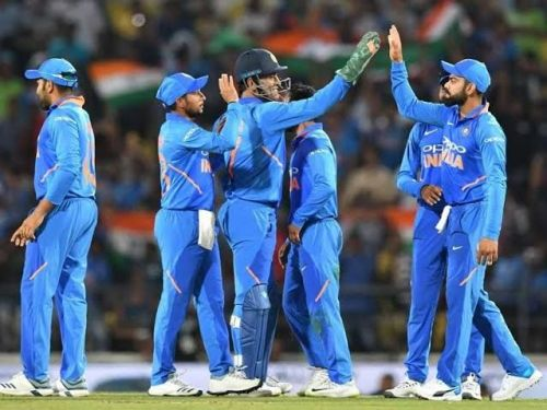 India aims to clinch series in Dhoni's den