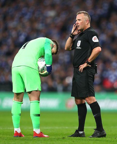Jon Moss mengeluarkan panggilan penalti yang kontroversial